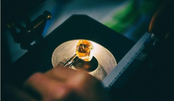 Разработано стекло с прочностью алмаза