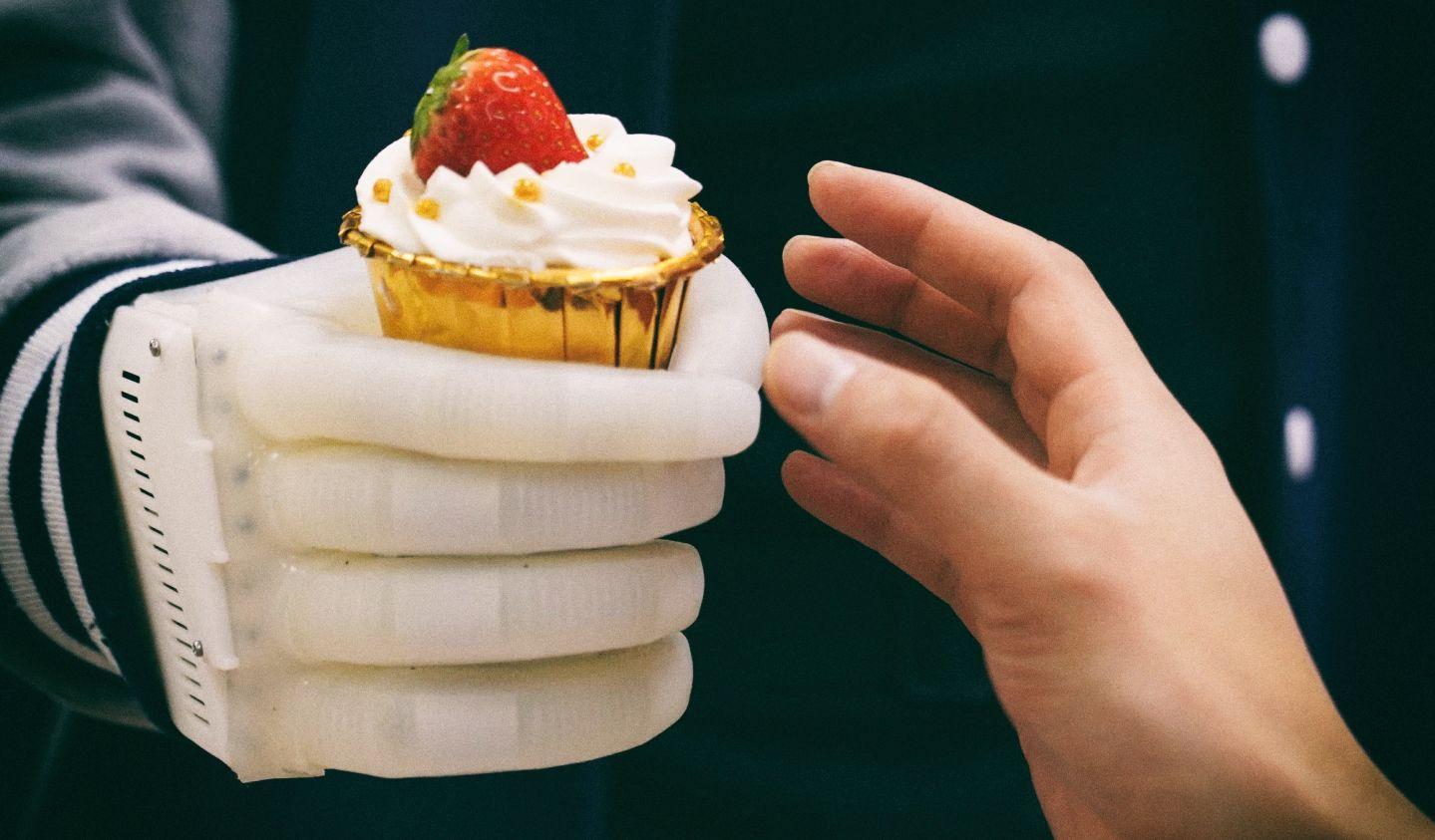 Разработан недорогой протез руки с функцией обратной связи