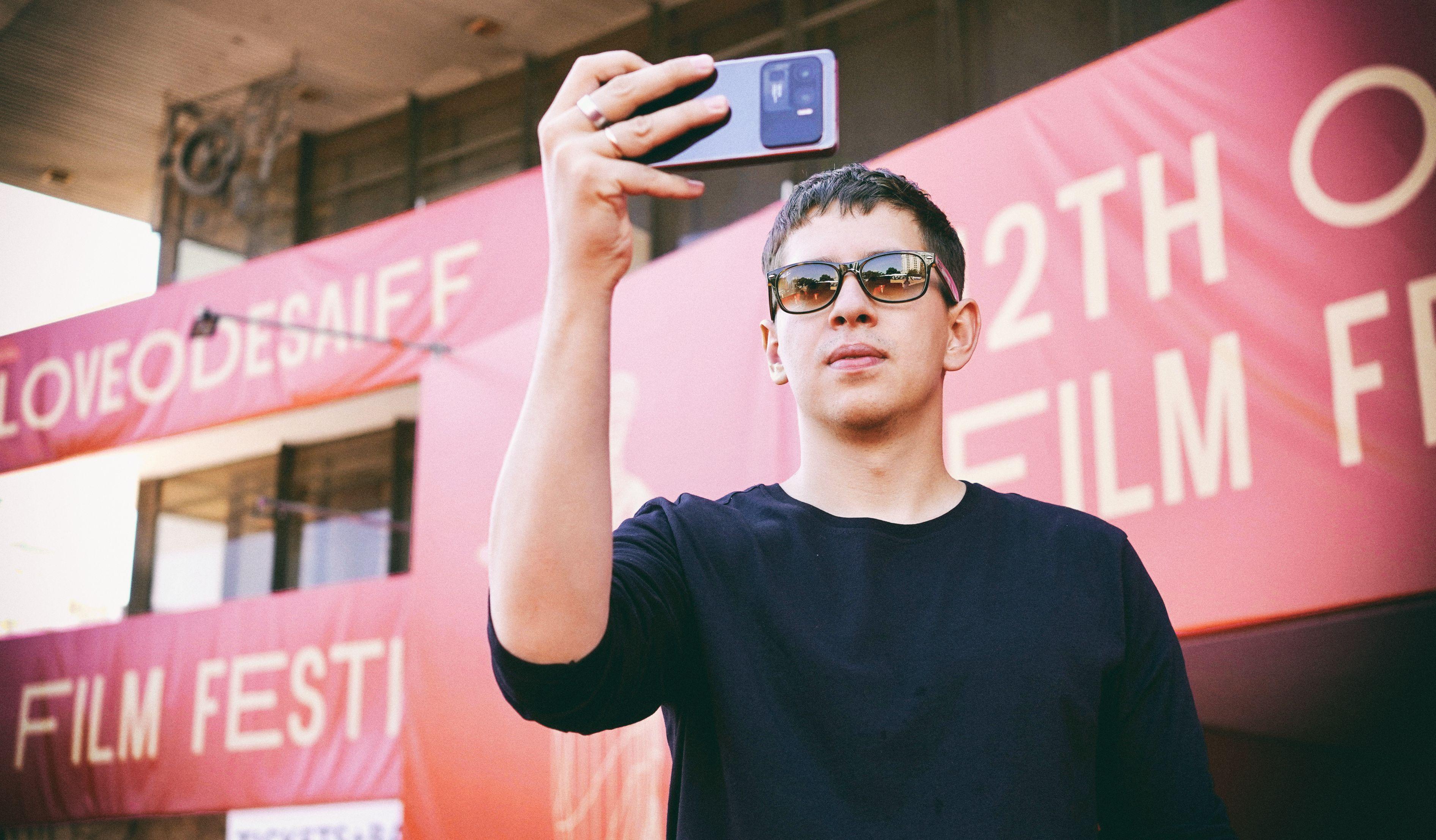 Xiaomi представила коллаборацию с украинским режиссером Антонио Лукичем – автором комедии  «Мои мысли тихие»