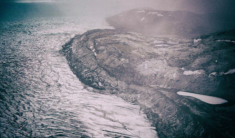 Над гренландским ледником впервые в истории пошел дождь