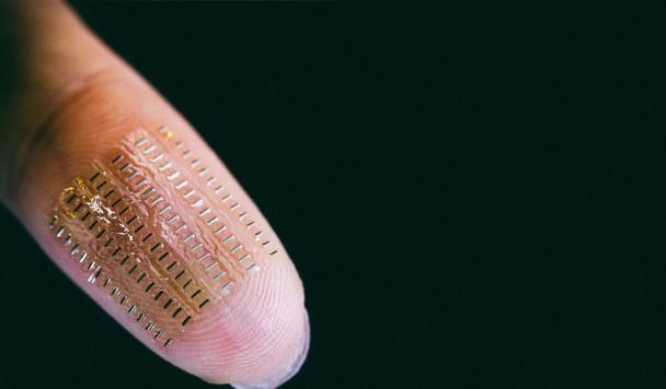 Суперконденсатор размером с пылинку выдает напряжение батарейки