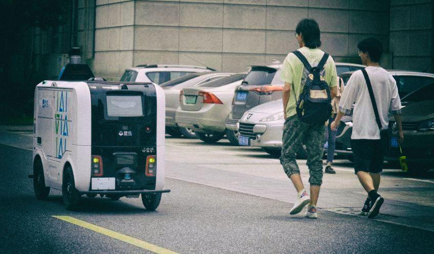 Alibaba считает, что роботы лучше людей, потому что не курят на работе