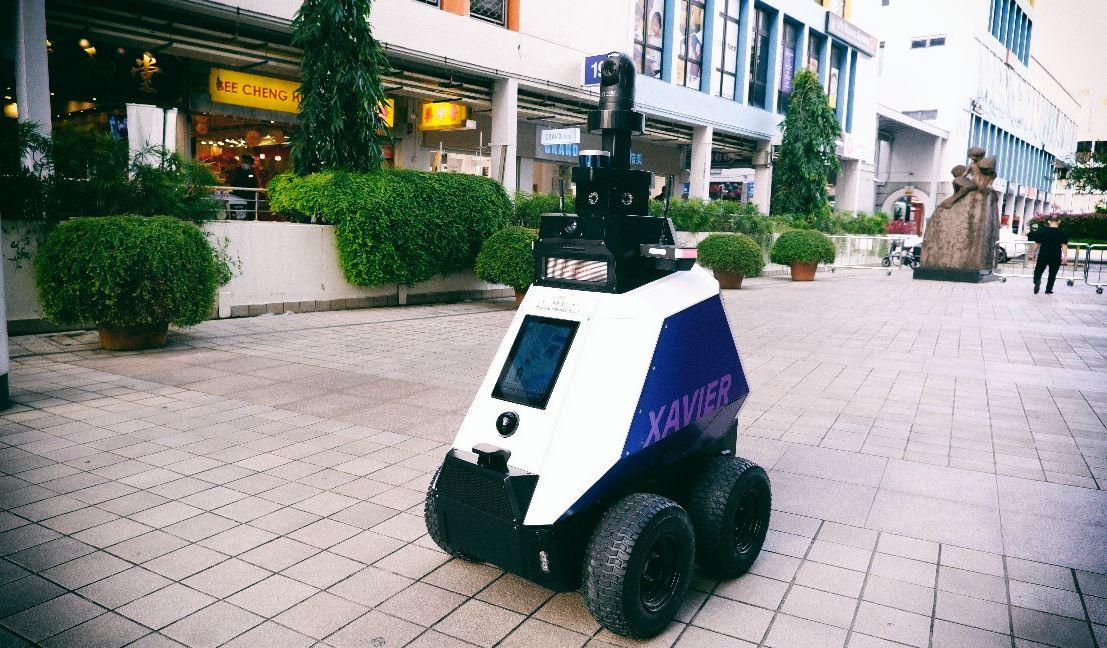 В Сингапуре роботы начали патрулировать общественные зоны