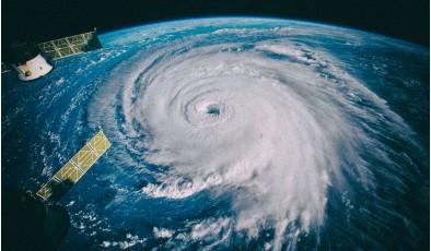 Разработана технология для «убийства» ураганов в зародыше