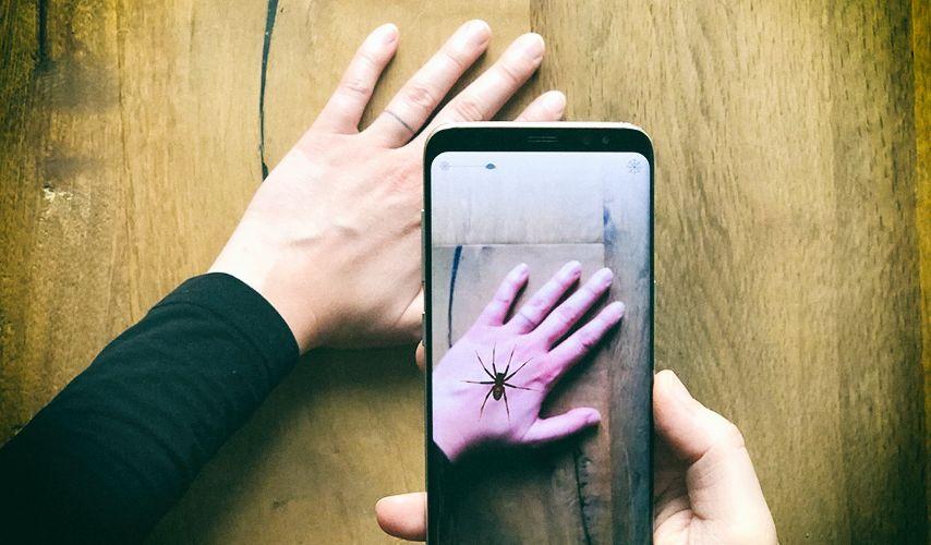 Смартфон позволяет бороться с боязнью пауков