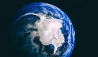 Таяние полярных льдов физически деформирует планету