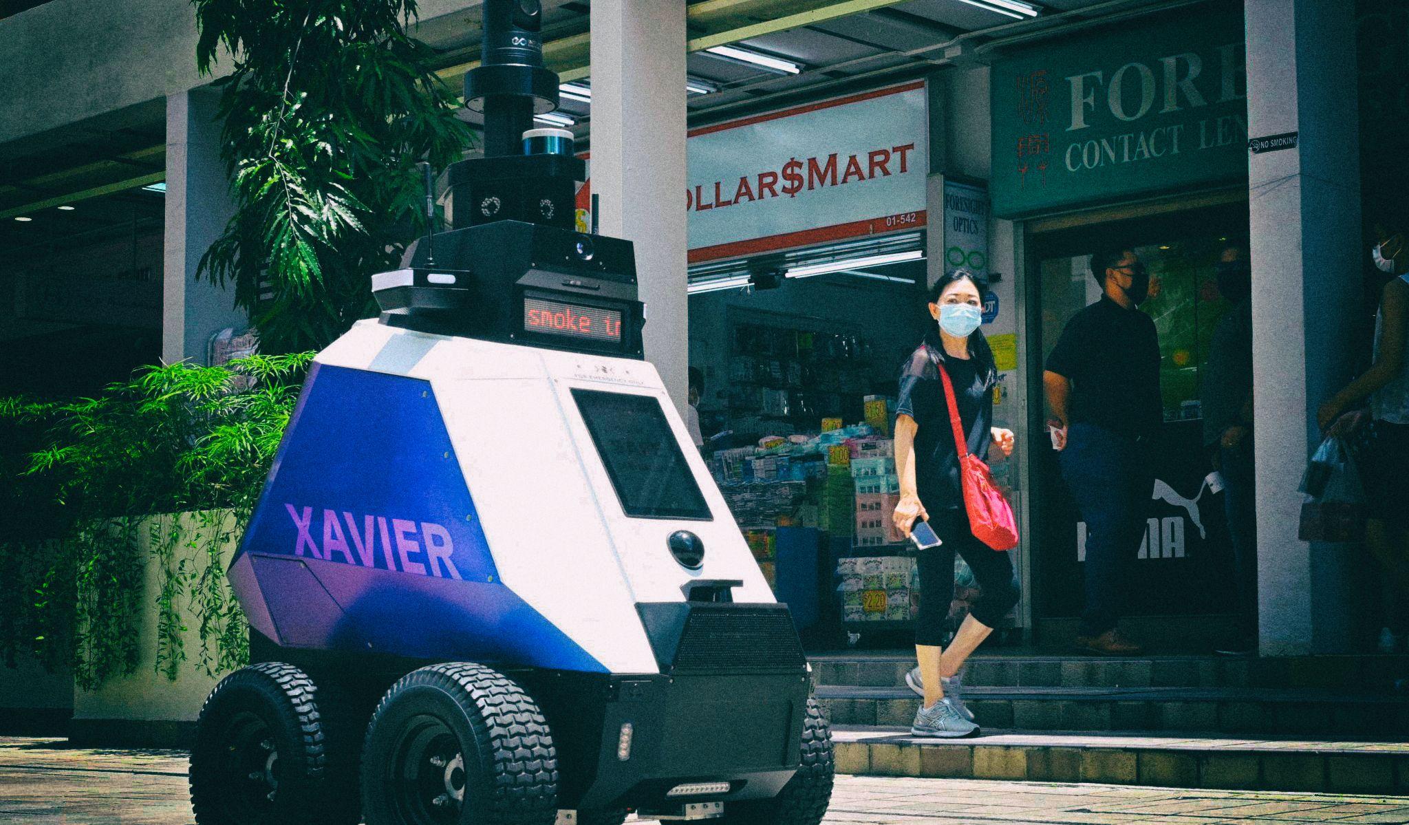 Жители Сингапура возненавидели роботов-полицейских