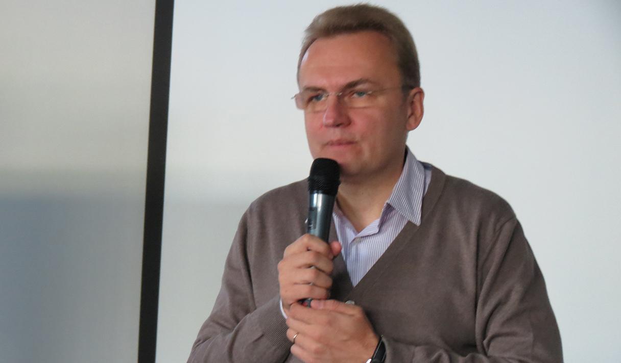 Десять тезисов Андрея Садового