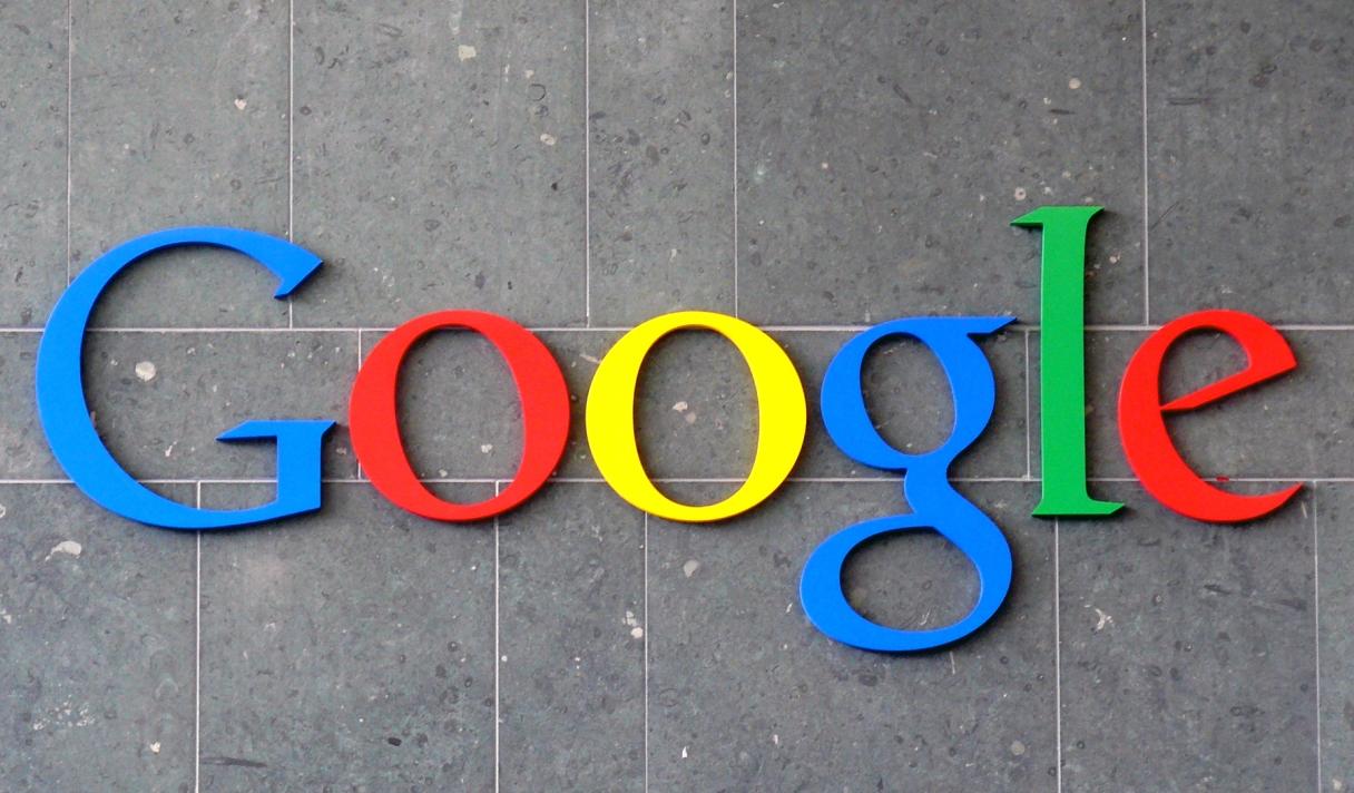 В Испании ввели налог на Google, студенческий билет стал платежной картой, а Microsoft прекратила работу MSN Messenger