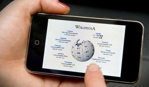 Что чаще всего читают в российской и английской Википедии?