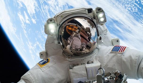 NASA создаст «умные» очки для астронавтов