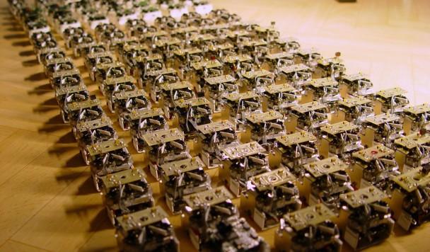 Рои роботов будут использовать в военных и мирных целях