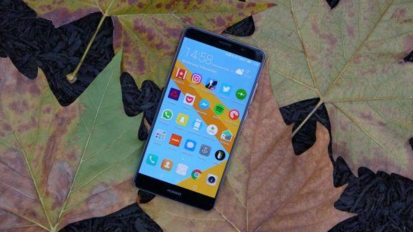 Будущий флагман Huawei засветился на «живых» снимках