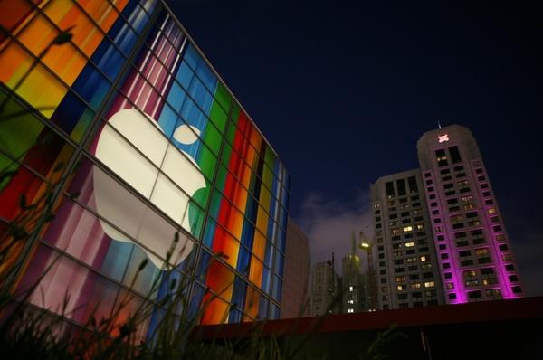 Стоимость акций Apple достигла исторического максимума