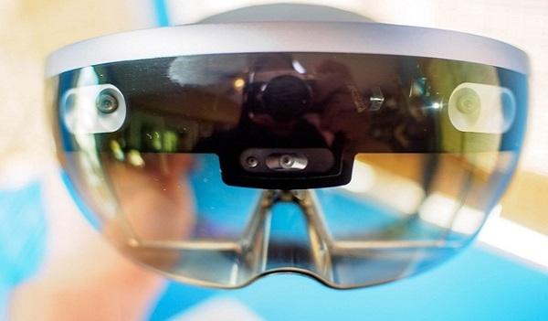 Продажи HoloLens исчисляются тысячами