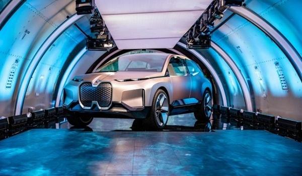 BMW показала электрокроссовер iNext, который выйдет в 2021 году