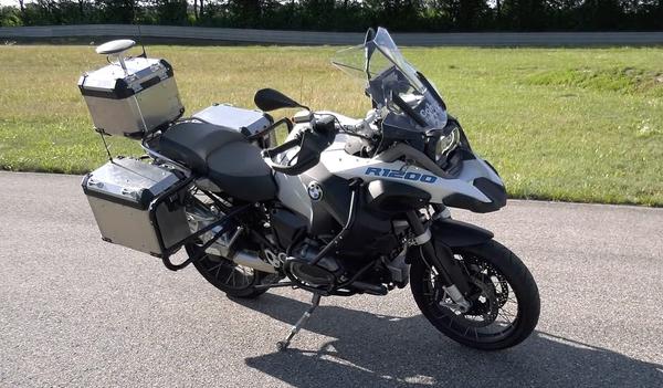 BMW разработала самоуправляемый мотоцикл