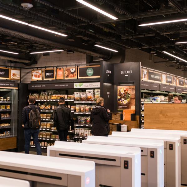 Amazon открыл первый офлайн-магазин без касс и продавцов