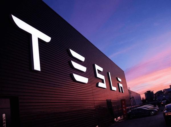 Tesla впервые попала в рейтинг самых дорогих брендов мира по версии Interbrand