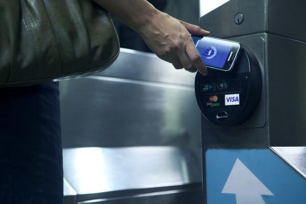 В 2017 году количество бесконтактных банковских операций в Украине возрастет вдвое