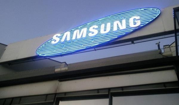 Samsung попытается затмить iPhone 8 своим складным смартфоном Galaxy X