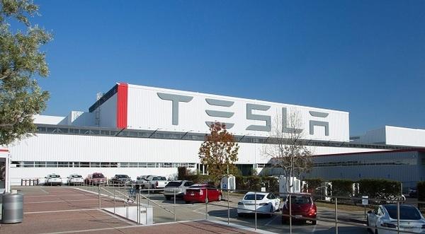 Tesla закончила прошлый год с убытком в $2,2 млрд