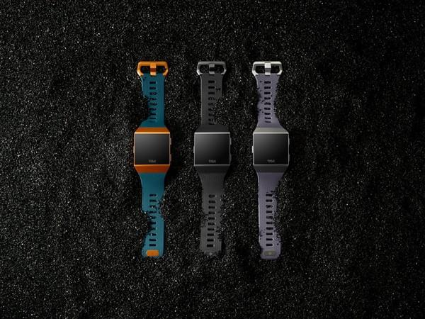 Fitbit представила свои первые «умные» часы и другие новинки