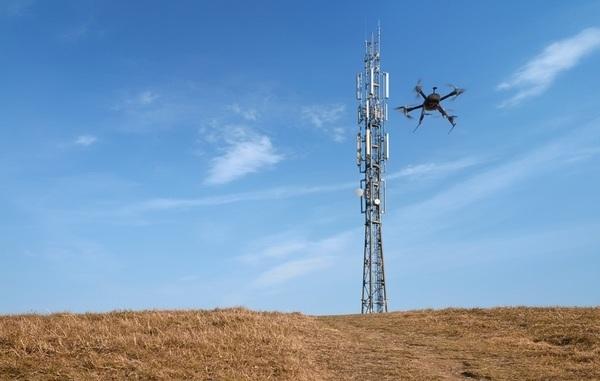Huawei обдумывает идею установки беспроводных зарядок для дронов на вышки сотовой связи