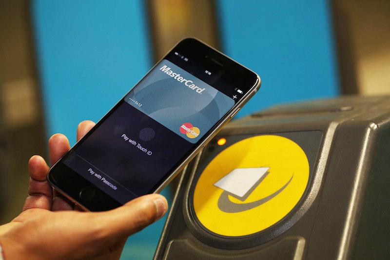 Apple предоставила возможность пользователям Apple Pay бесплатно ездить в общественном транспорте Лондона