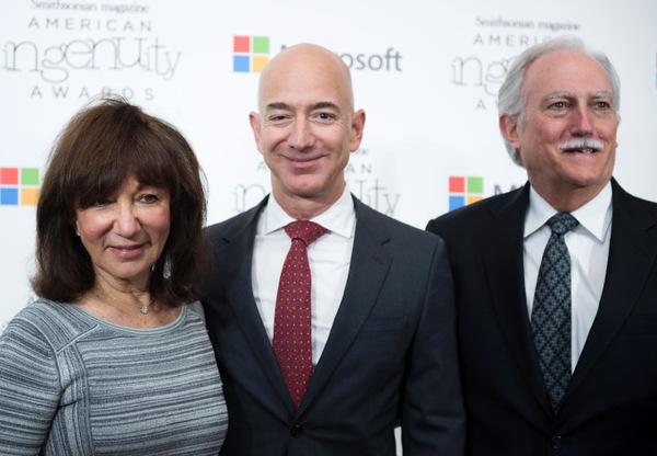 Родители Джеффа Безоса могли получить почти $30 млрд от своих инвестиций в Amazon