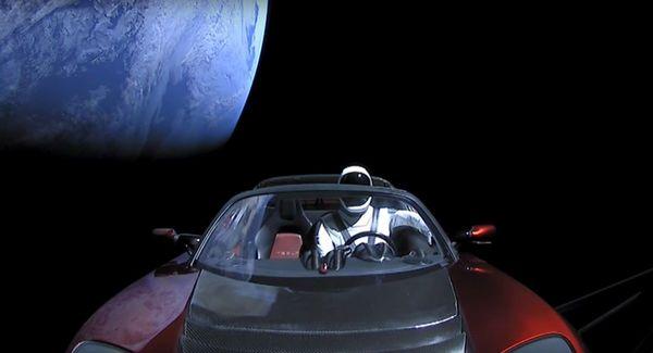 Американец создал сайт, на котором можно отследить траекторию полета Tesla в космосе