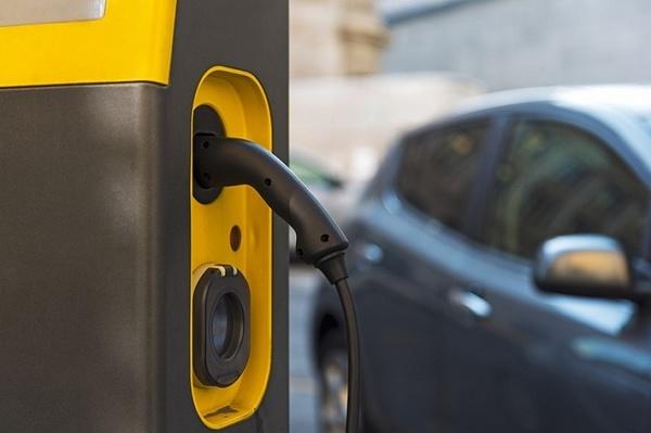 Киевская администрация внедрит «умную» систему управления зарядными станциями для электромобилей