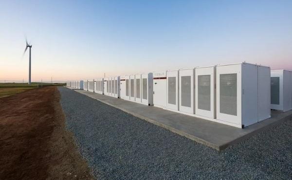 В Австралии запустили гигантскую станцию резервного питания Tesla, построенную на спор за 100 дней