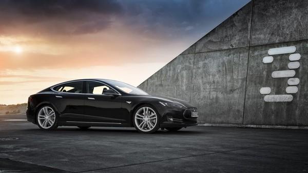 Илон Маск отговаривает клиентов от покупки Tesla Model 3
