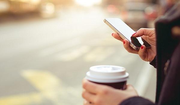 Власти одного из городов США решили запретить использовать смартфоны при переходе дороги