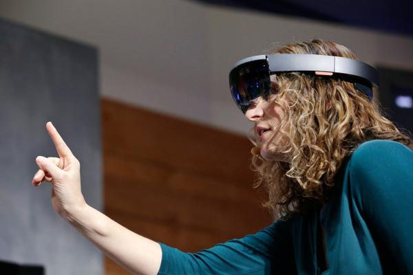 При помощью Microsoft HoloLens провели концерт в смешанной реальности (Видео)