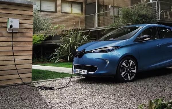 В 2016 году в Европе было продано более 100 тысяч новых электромобилей
