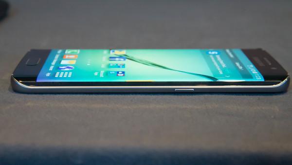 Samsung готовит свой первый смартфон с двойной камерой