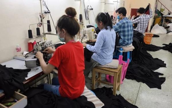 Amazon предлагает быстро сшивать одежду после того, как ее заказал клиент
