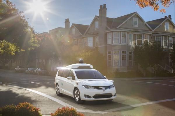 Alphabet представила самоуправляемые минивэны Chrysler Pacifica Hybrid