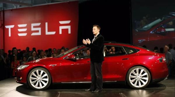 Глава Tesla продемонстрировал прототип Model 3 и назвал сроки начала продаж