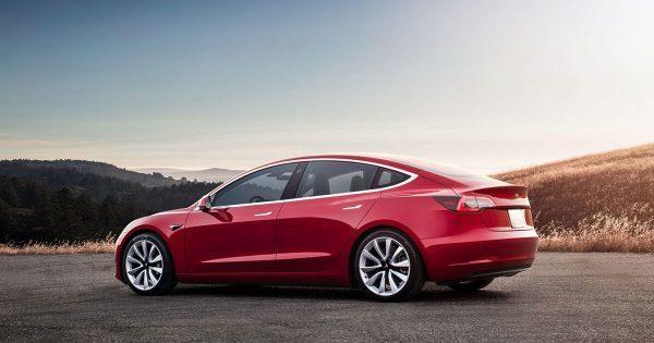 Илон Маск рассказал о подготовке полноприводной Tesla Model 3