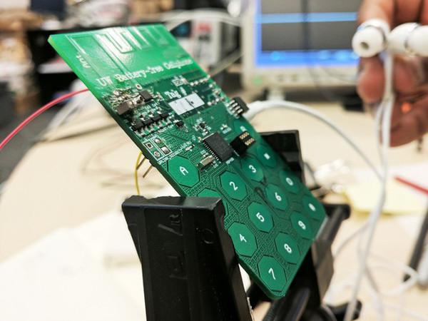 Создан первый прототип телефона, который работает без аккумулятора