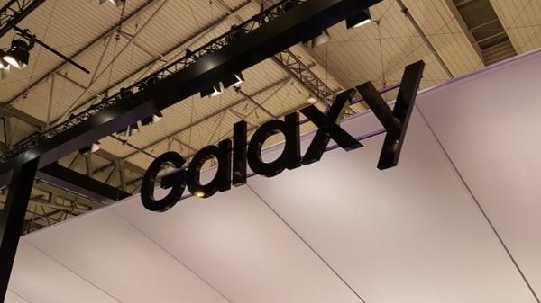 Гибкий смартфон Samsung выйдет не ранее 2018 года