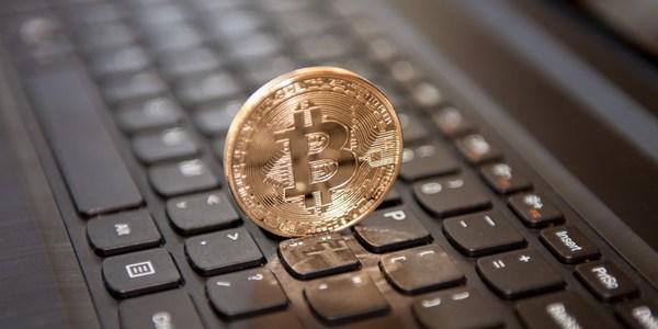 Курс биткоина впервые с 2013 года превысил $1000