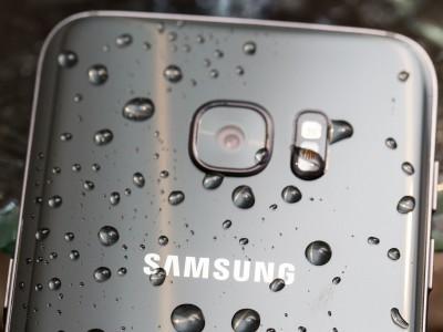 Galaxy S7 может пролежать в воде до 16 часов