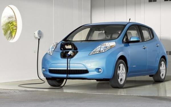 С начала года в Украине зарегистрировали почти 1,4 тысячи электромобилей