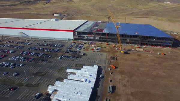 Tesla опубликовала новое видео со строительства своего гигантского завода