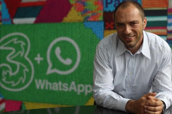 Основатель WhatsApp покидает пост главы мессенджера и уходит из Facebook
