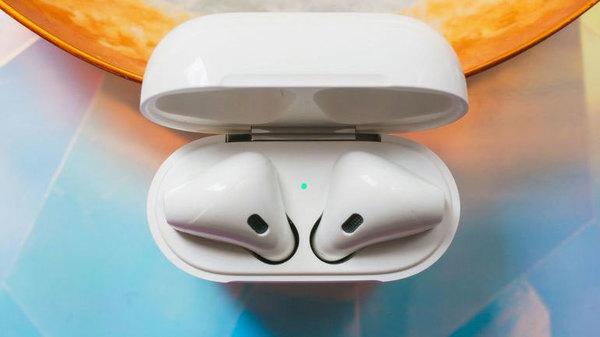 Apple собирается встроить в беспроводные наушники биометрические датчики
